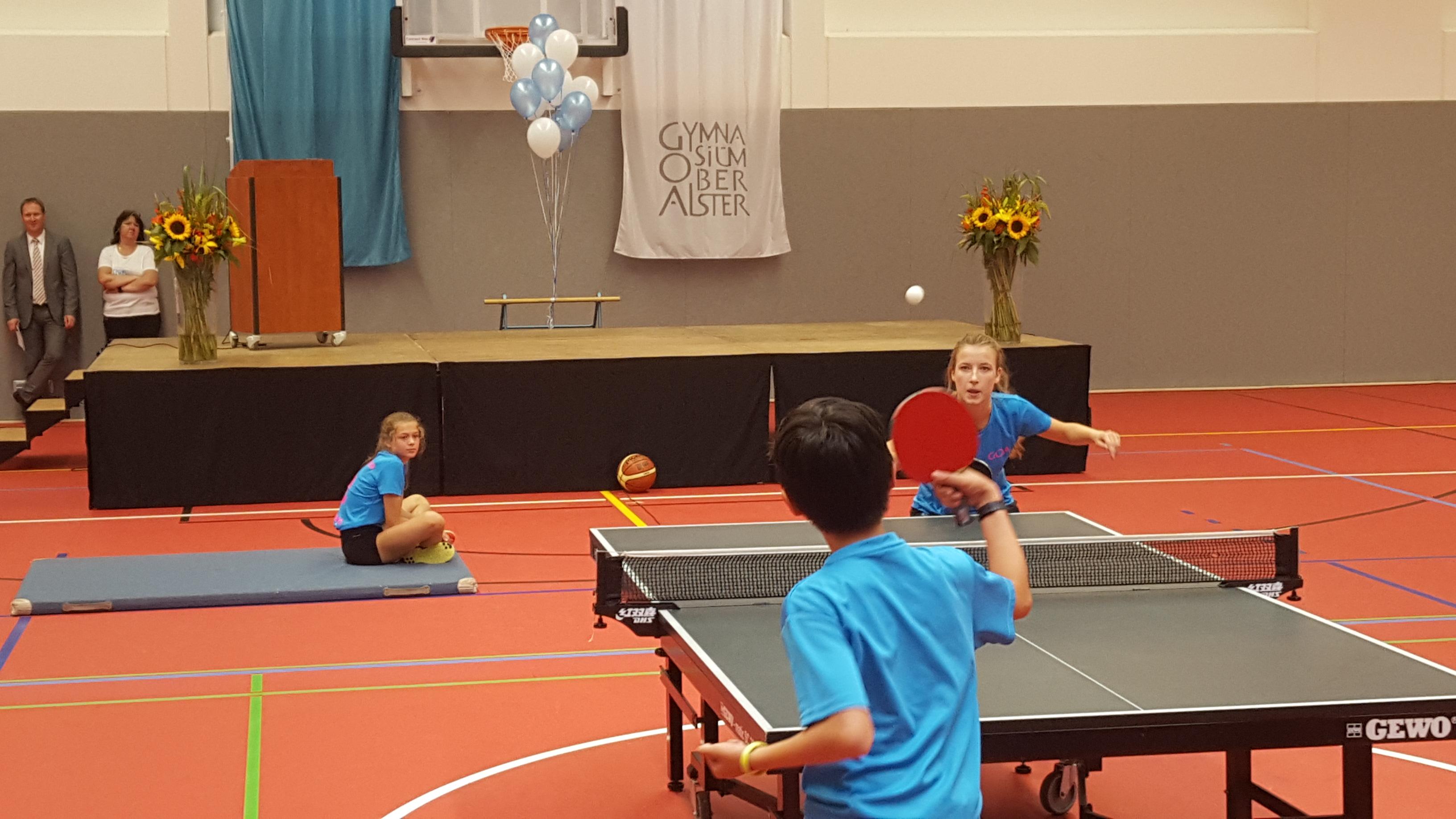 Die Einweihungsfeier - natürlich mit Tischtennis