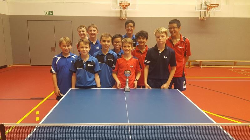 Lleyton freut sich über den A-Schüler-Pokal